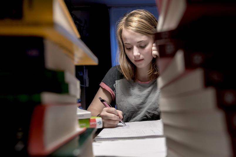 Etwas Stress in der Schule ist normal. Aber wenn die Belastung zu groß wird, ist das eine Gefahr für die Gesundheit.