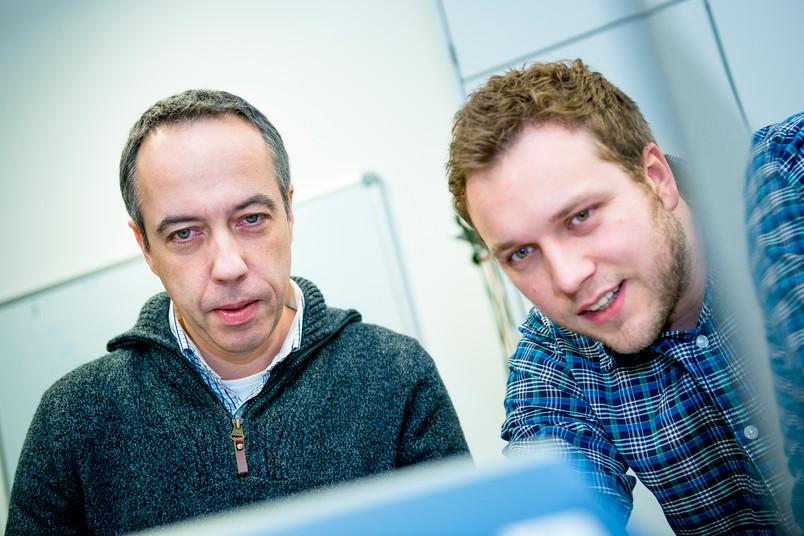 Georg Schmitz (links) und Hans-Martin Schwab vom Lehrstuhl Medizintechnik