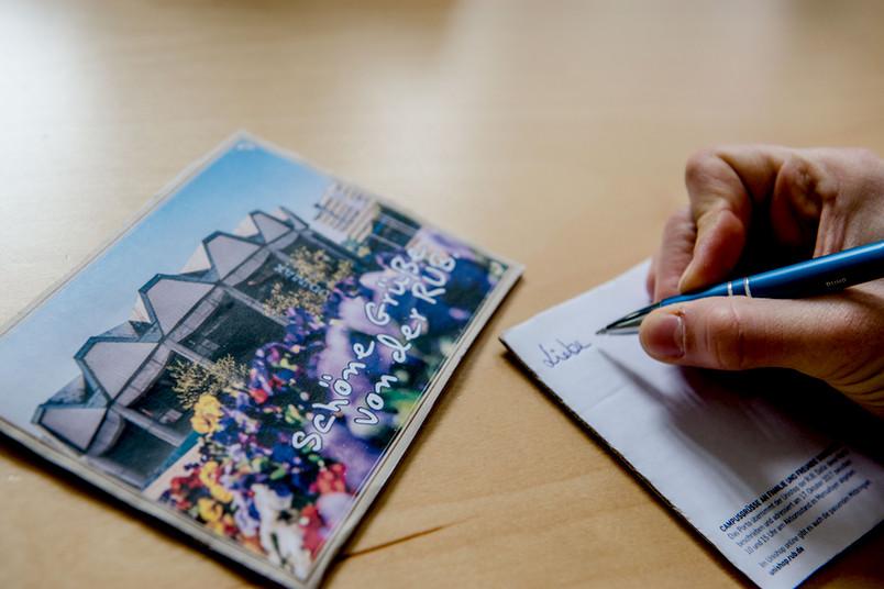 Schreiben einer Postkarte