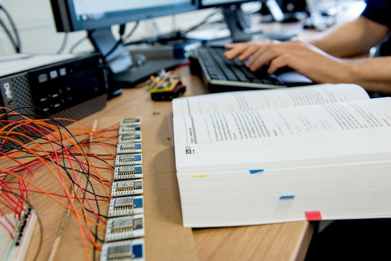 Kabel, Buch, Tastatur, Platinen