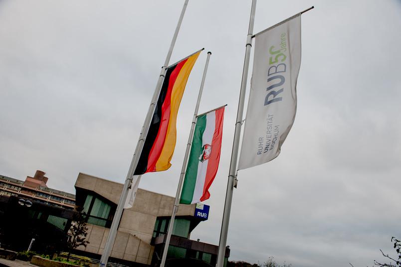 Flaggen auf Halbmast