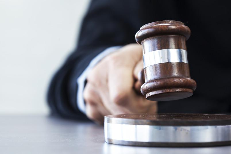 Richterspruch mit Hammer