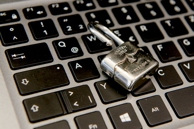 Vorhängeschloss auf Tastatur