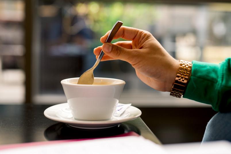 Nahaufnahme einer Kaffeetasse in einer Cafeteria auf dem Campus der RUB