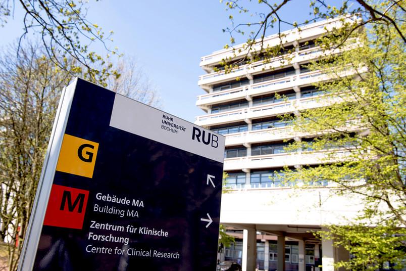 M wie Medizin – im Gebäude MA befindet sich die Campusmedizin, das Klinikum verteilt sich auf zwölf Häuser bis hin nach Ostwestfalen-Lippe.