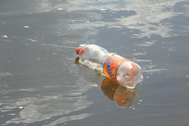 Symbolbild für Plastikmüll in Gewässern