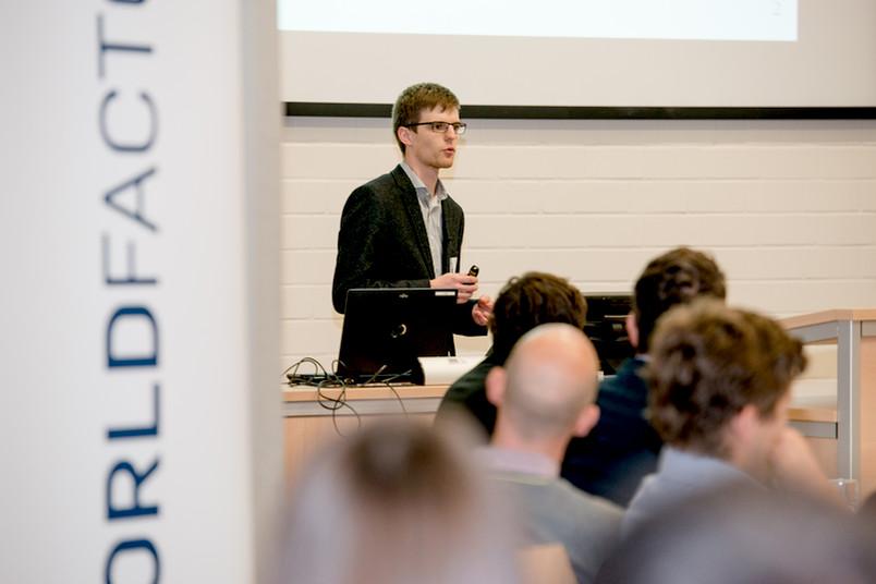 Junge Unternehmer stellen ihre Ideen dem Publikum vor: Start-up-Pitch im Universitätsforum