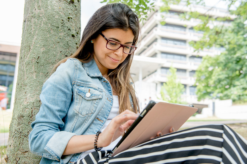 Studentin lernt.