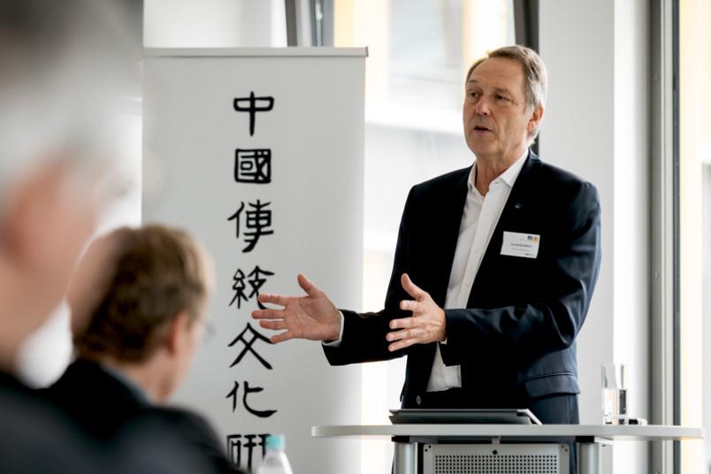 Rektor Axel Schölmerich hat das neue Forschungszentrum für traditionelle chinesische Kulturen eröffnet.